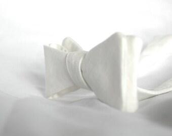 White Linen Bow Tie