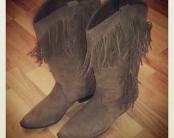 Vintage 80s DINGO Fringed Cowboy Boots in Soft Brown Leather size 6