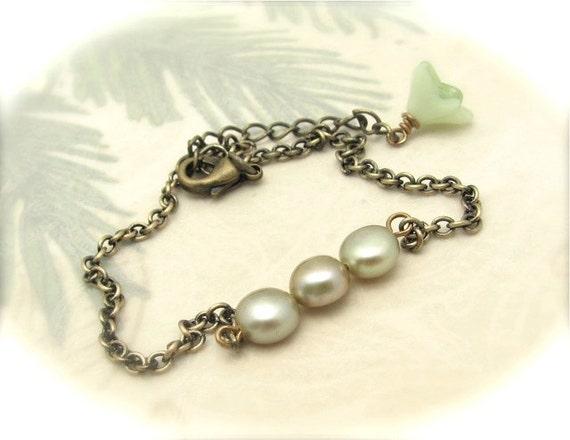 Pearl Bracelet, Bridesmaid Gift, Green Wedding, Mint Green Pearls, Sage Green Pearl Bracelet, Friendship Bracelet, Hawaiibeads Jewelry