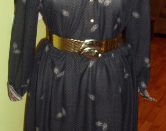 Flirty and Feminine 1970's Shirtwaist Dress