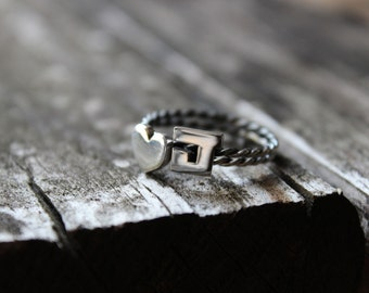 2 Initials Rings with twisted band, sterling silver, great for stacking, stacking rope ring