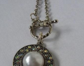 Round Pearl Pendant Neckalce