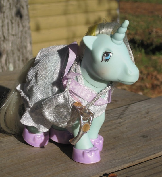 "Vintage 1980s My Little Pony Ponywear - ""Pagent Queen"" Pony Wear With Jewelry Complete"