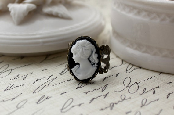 Vintage Inspired Black and White Cameo Filigree Ring