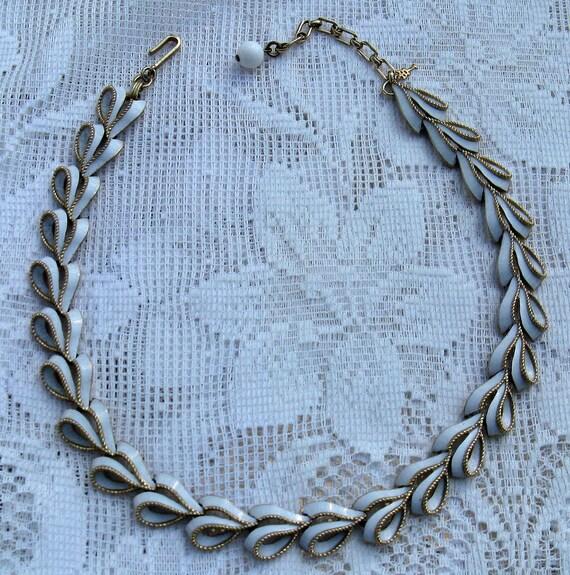 CROWN TRIFARI White Enamel Choker Necklace (N-3-1)