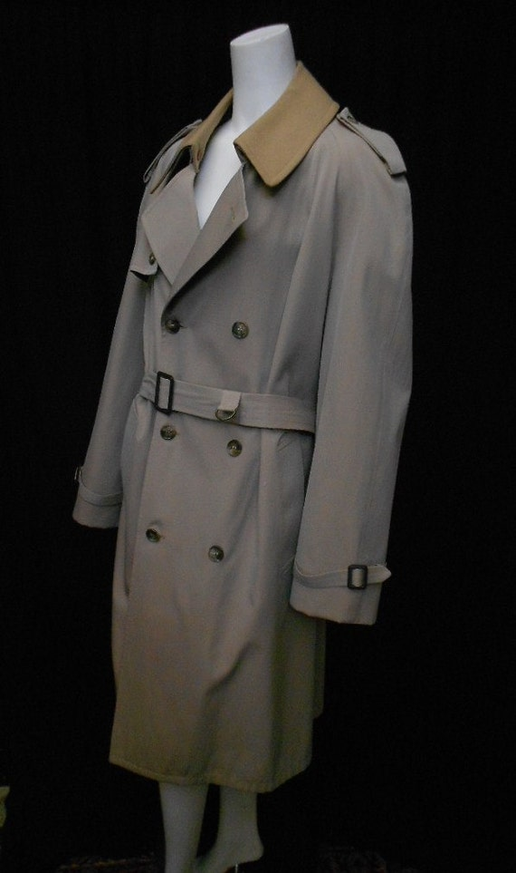 Men's Winter Vintage Sheepskin Trench Coat CW Designer Vintage trench coat crafted from imported natural Merino sheepskin shearling is soft, skin-friendly, comfortable, lightweight, breathable, windproof, anti-crease and warm, keeping you cozy during the coldest days of winter.