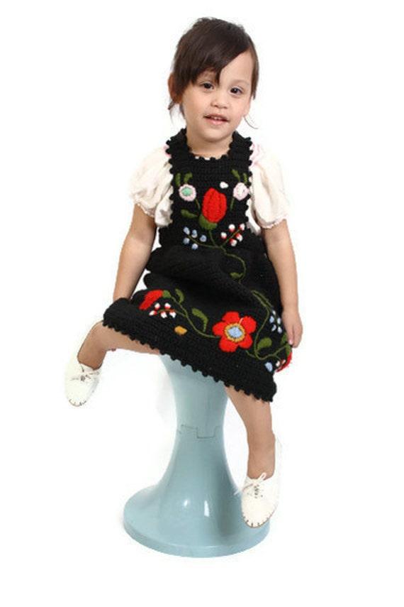 Hand Knitted / Childrens Dress / Girls Dress / 1960s Dress / 60s Dress / Black Dress / Toddler Dress / Vintage Kids Dress / 0576
