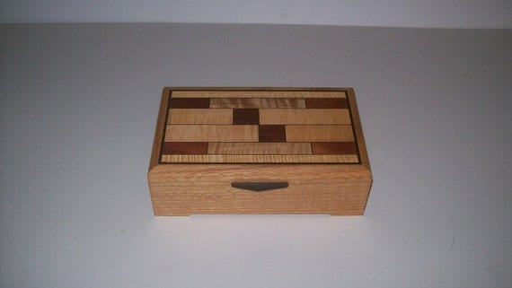 Stained glass-pattern-Box-Wood-Quarter Sawn Oak in the Art and Crafts Style 10''x6 1/4''x3''