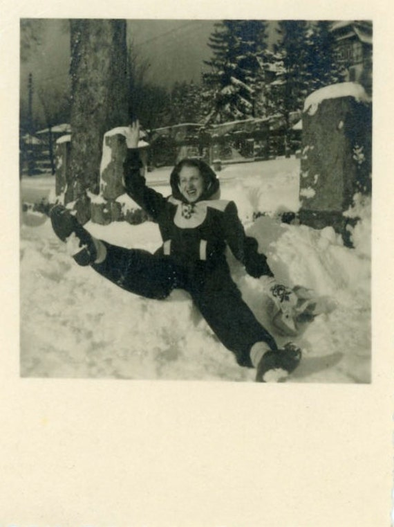 "Vintage Photo ""Winter Giggles"", Photography, Paper Ephemera, Snapshot, Old Photo, Collectibles - 0046"
