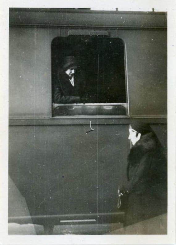 "Vintage Photo ""Goodbye"", Photography, Paper Ephemera, Snapshot, Old Photo, Collectibles - 0078"