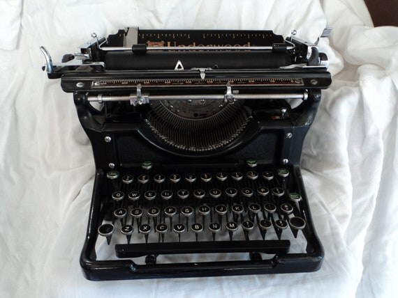 Typewriter underwood manual black metal antique round keys