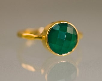 Green Onyx Ring Gold - Solitaire Ring - Green Stone Ring - Stacking Ring - Gold Ring - Round Ring