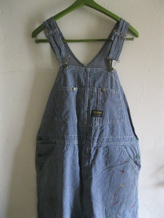 Authentic Made in USA Hickory Stripe Bib Overalls since years of American Made Bib Overall craftsmanship is displayed in this overall made famous by the American railroad engineer. Form meets function with this eye-catching pattern and its durable Round House American Made construction.