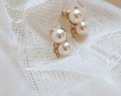 Pearl & Rhinestone Gold Bridal Earrings . Cute . Vintage style . Wedding . Romantic