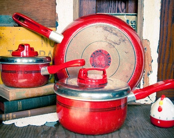 Vintage Red Pot Set Cookware Set Frying Pan Saucepan with Lids Pan Retro Kitchen Decor