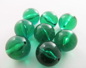 15 Vintage 14mm Transparent Emerald Lucite Beads Bd335
