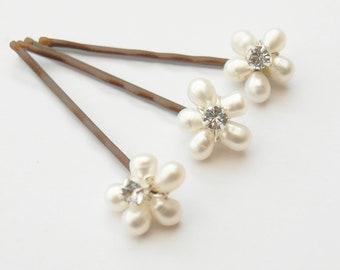 Wedding Pearl Flower Hair Pins Three Wedding Hair Grips Daisy Floral Comb Bridal Accessories Bridesmaid Head Piece Maid of Honor Headdress