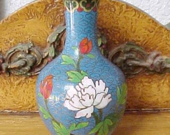 Very Pretty Little Cloisonne Vase in Sky Blue with Flowers and Hunter GreenTrim