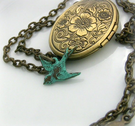 Photo Locket - Bird Locket Photo  - Unique Gift Idea  - Antique Gold Locket -  Sparrow Locket - Original
