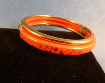 Vintage Red and Gold Hinged Bracelet (B54)