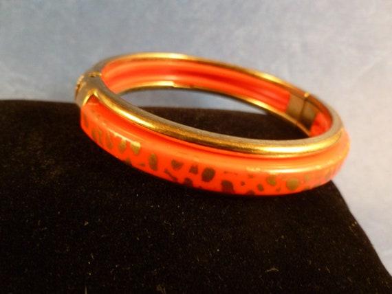 Vintage Red and Gold Hinged Bracelet (B54)