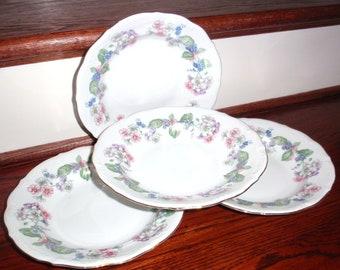 "4 WALBRZYCH GUIRLANDE PORCELAINE Made in Pologne fleurs feuilles de porcelaine blanche 22Kt or garniture 8 1/2"" soupe bols Excellent État"