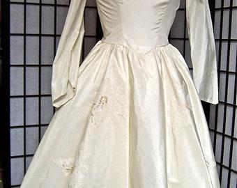 vintage 1960s full skirt ivory white wedding princess Jackie O taffeta dream dress- small/medium