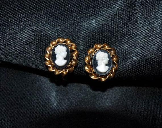 Holiday Sale - Cameo earrings / vintage earrings / screw back earrings