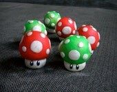 Nintendo Super Mario Mushroom Sculpture, Red and Green, Cake Topper, Polymer Clay, Geek Accessories