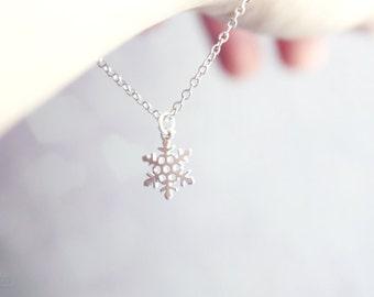 snowflake charm bracelet - dainty silver tone jewelry