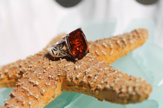 BOLD and BEAUTIFUL Vintage Sterling Silver Filigree Madiera Citrine Colored Stone Ring  - Size 6 1/2