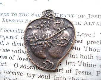 The Two Hearts Medal - Sacred Heart and Immaculate Heart Medal - Vintage Replica (M71-892)