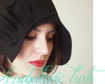 Women felt hat handmade / vintage style black  felt cloche hat
