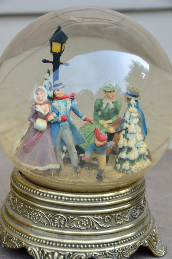 Vintage Snow Globes 84