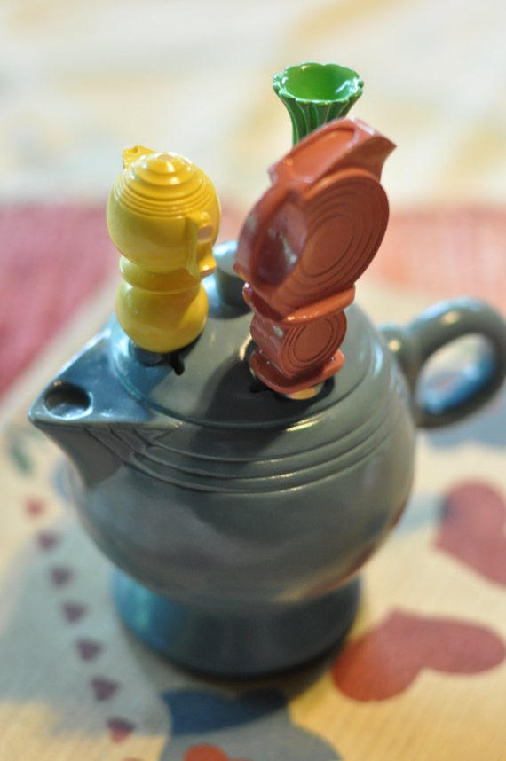 Fiesta periwinkle canape teapot cheese spreader set retired for Canape spreaders