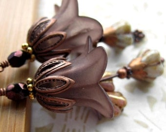 Taupe Brown Flower Earrings, Soft Brown Romantic Flower Earrings, Fall Fashion, Autumn Jewelry, Vintage Style Jewelry, Floral Nature Jewelry