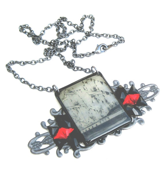 Gasparilla Pirate Ship 1955 vintage look necklace with Swarovski crystals red and black