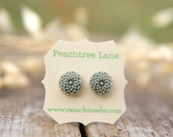 Grey Chrysanthemum Flower Post Earrings // Bridesmaid Gifts // Maid of Honor Gifts // Rustic Vintage Wedding