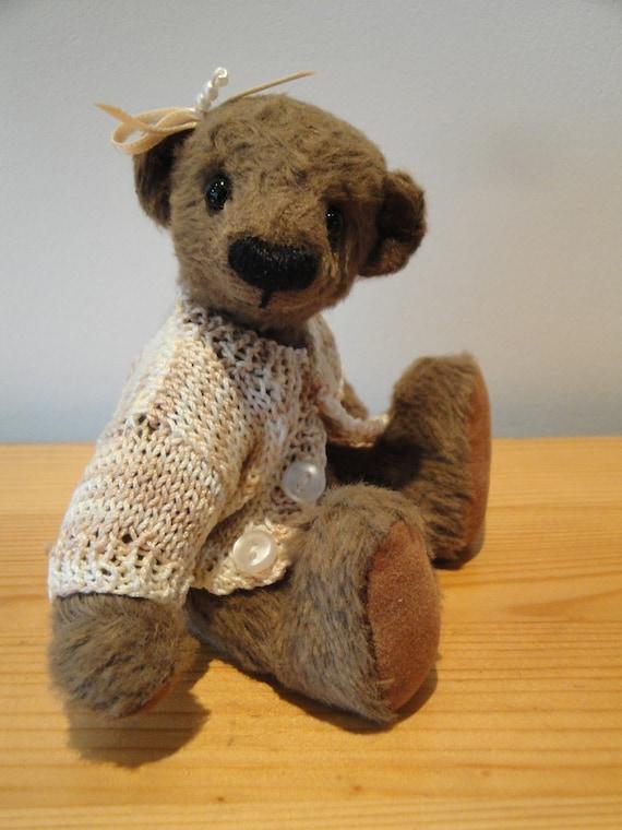 Alice, girly artist teddy bear with beige sweater