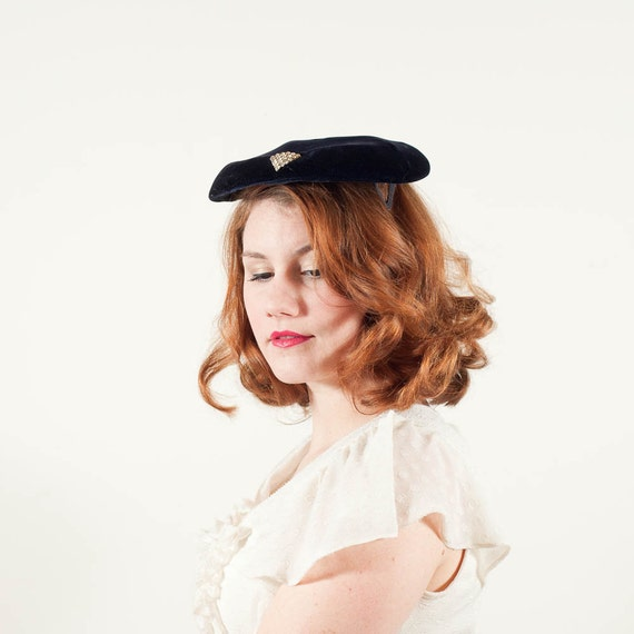 50% OFF SALE / vintage 1950s hat / velvet hat / Pyramid