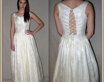 Say anything .. vintage 80s wedding dress / 1980s corset back Bridal gown / formal prom / boho Renaissance / ivory off white