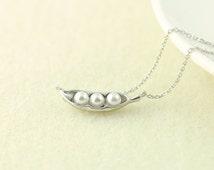 Pea Pod Necklace in Silver.