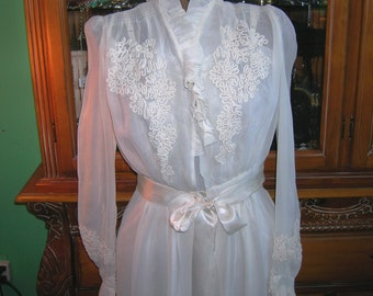 Vintage 1930's Lingerie . Ivory Silk Peignoir . Dressing Gown . Floral Soutache Applique . Bridal Wedding Trousseau Robe . Couture Detailing