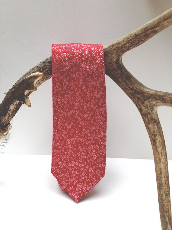 Hot pink silk Italian Hugo Boss Necktie - 1980s