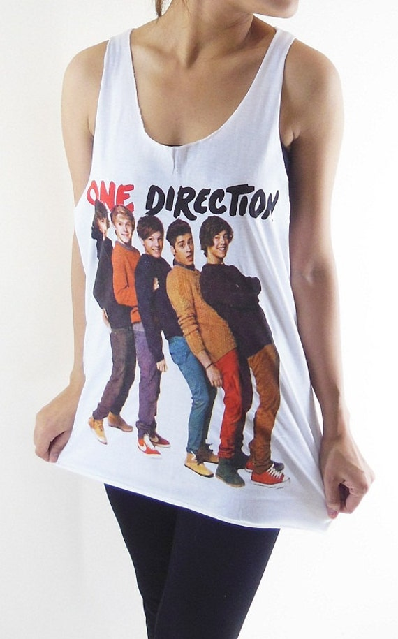 This skinny fit t-shirt for boy band Heart Throbs One Direction is ideal for all fans of the UK's most popular Boy Band and is made from % cotton.