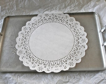 "25 French Lace 10"" Round Paper Doilies"
