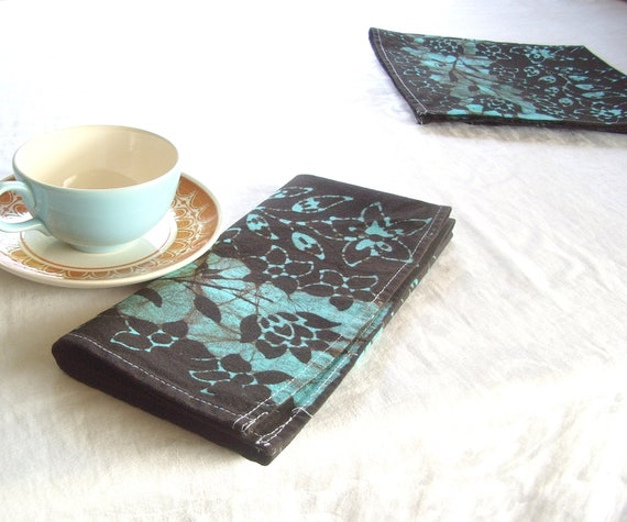 pair of flower stripes dinner napkins. you choose the color