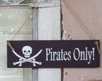 Pirates Only Child's Room Door Wood Vinyl Sign Boy Girl Toddler Kid Bedroom Door Hanger Plaque Skulls Cross Swards Birthday Giftware Fun