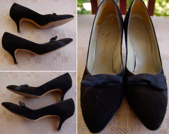 BLACK Onyx 1950's 60's Vintage Classic Black Suede Leather High Heels // size 7.5 M 8 N // by Red Cross Shoes