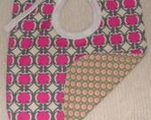 Mod pink pod bib